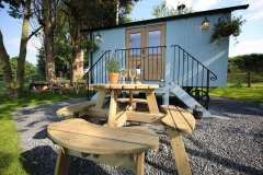 The Shepherd's Hut Outdoor Living